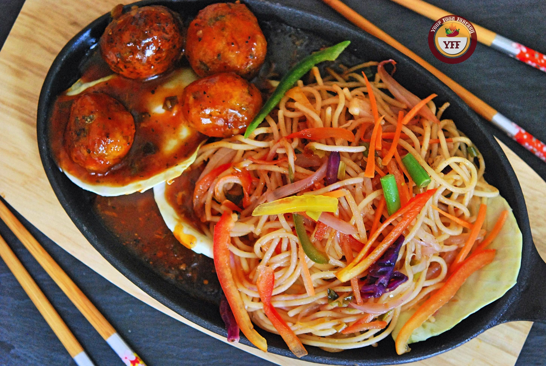 Hakka Noodles Manchurian Sizzler   YourFoodFantasy.com