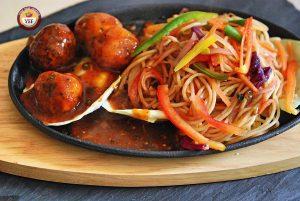 Hakka Noodles Manchurian Sizzler   YourFoodFantasy.com by Meenu Gupta