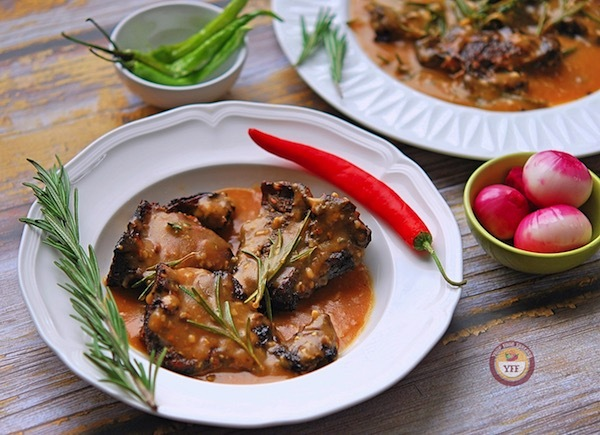 Lamb Loin Chops Recipe with Rosemary and Garlic Sauce